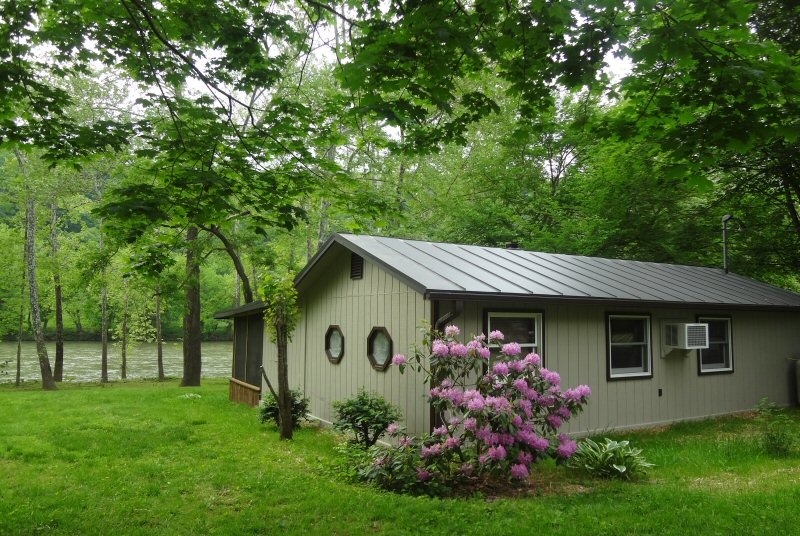 WL Cabin Rental - Chill'axin on the River